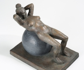 Girl-On-Balance-Ball-Sculpture01