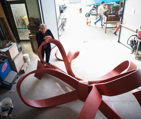 Shelly Fireman with sculpture